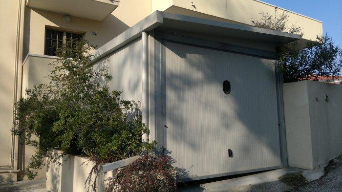 Box auto coibentati con porta basculante